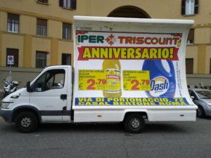Camion con vela a Roma